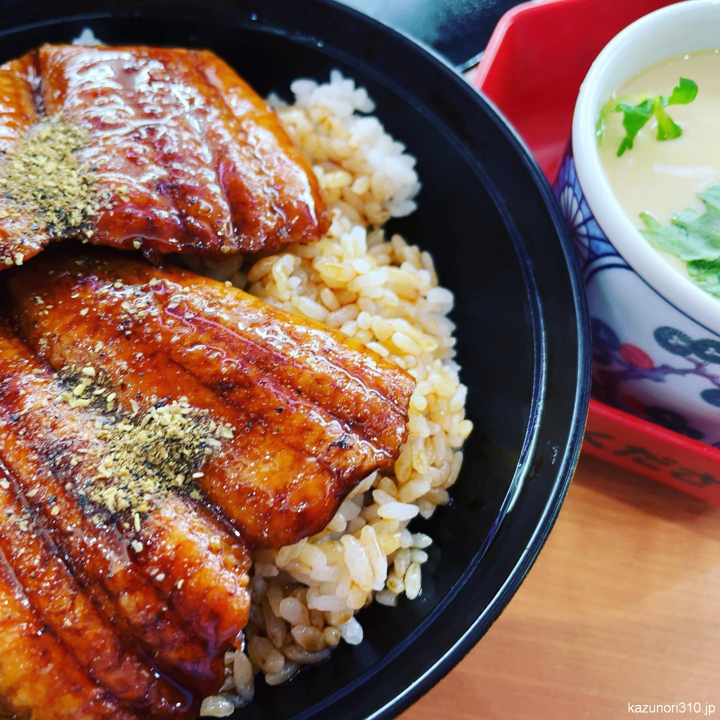 """<span class=""""title"""">#くら寿司 #ランチ</span>"""