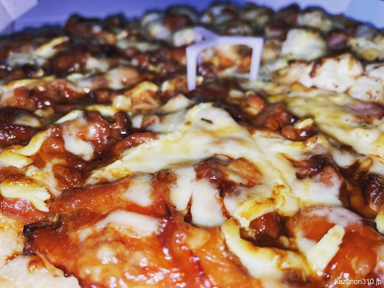 """<span class=""""title"""">#くいしん坊ムックのマシマシ #パンピザ #ふっくら厚生地 #ピザハット 食べ納め。生地変更して、パンピザのサクサク感を味わう。うまい</span>"""